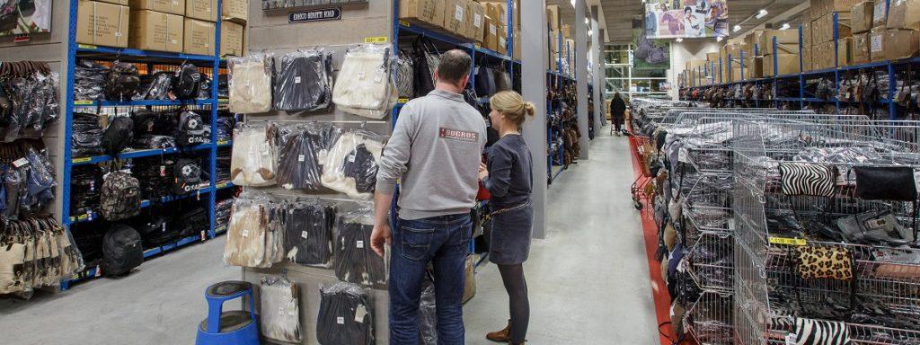 c899f21f4d8 Het grootste verkoopmagazijn/Cash en Carry voor lederwaren in de Benelux